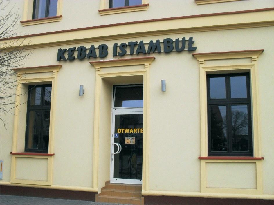 litery z efektem halo kebab istambuł