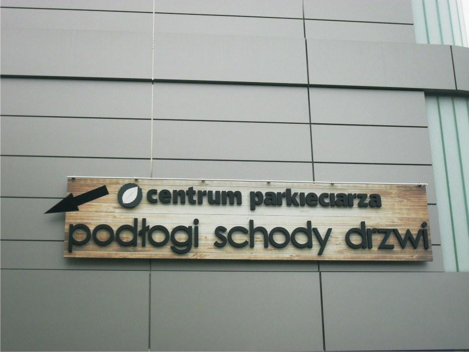 litery przestrzenne w logo centrum parkieciarza